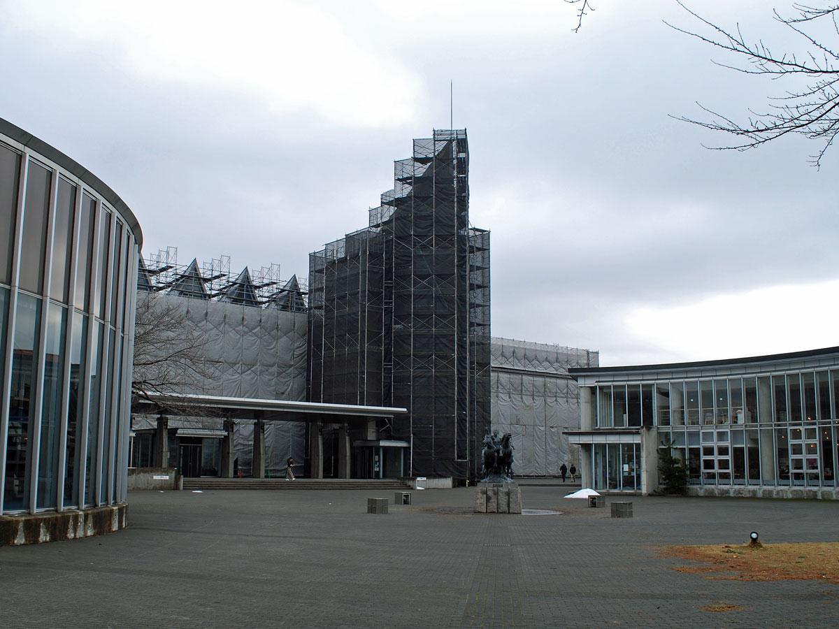 トークイベント「着想の交換~行動と批評と仲間探し」が開かれる秋田公立美術大学