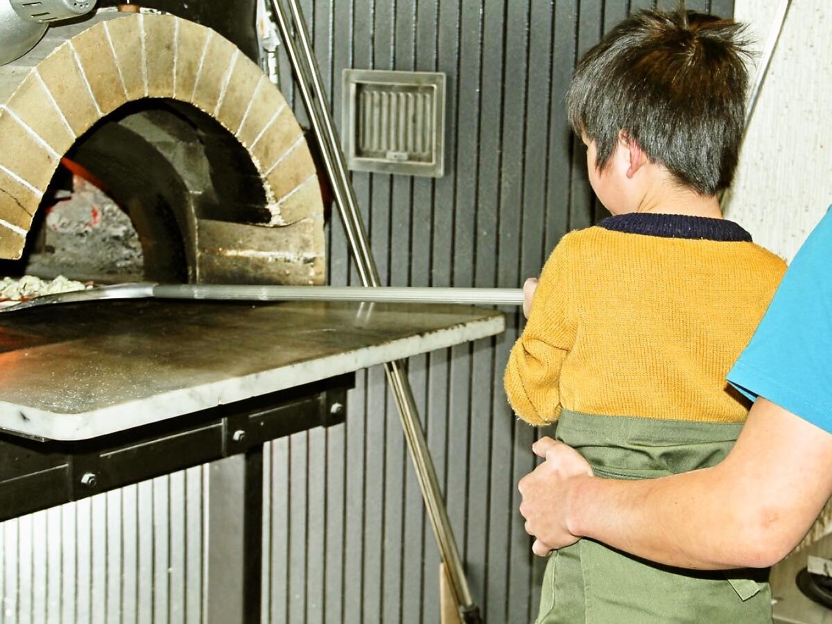 専用のピザ窯を使う「ピザ教室」