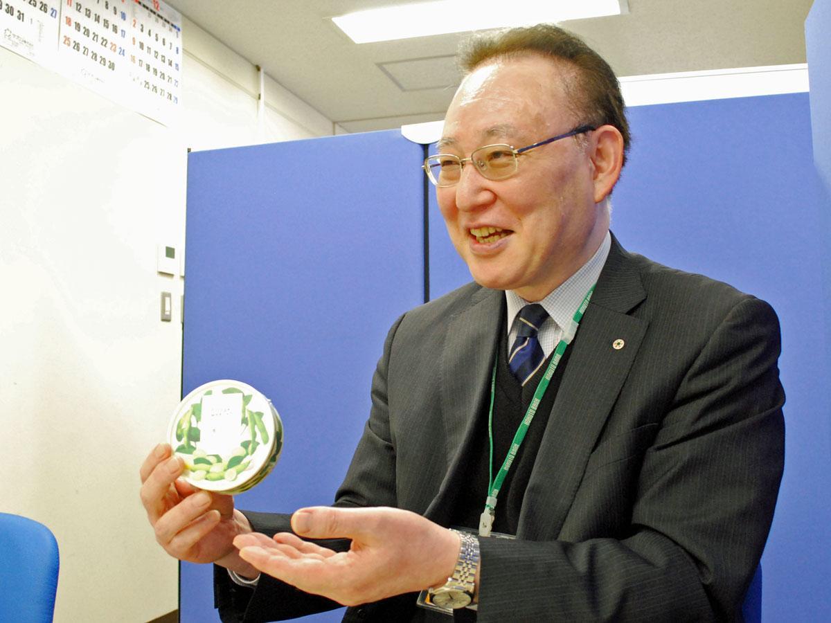 「青豆のドラジェ」について話す「あきた食彩プロデュース」アドバイザーの佐々木章さん