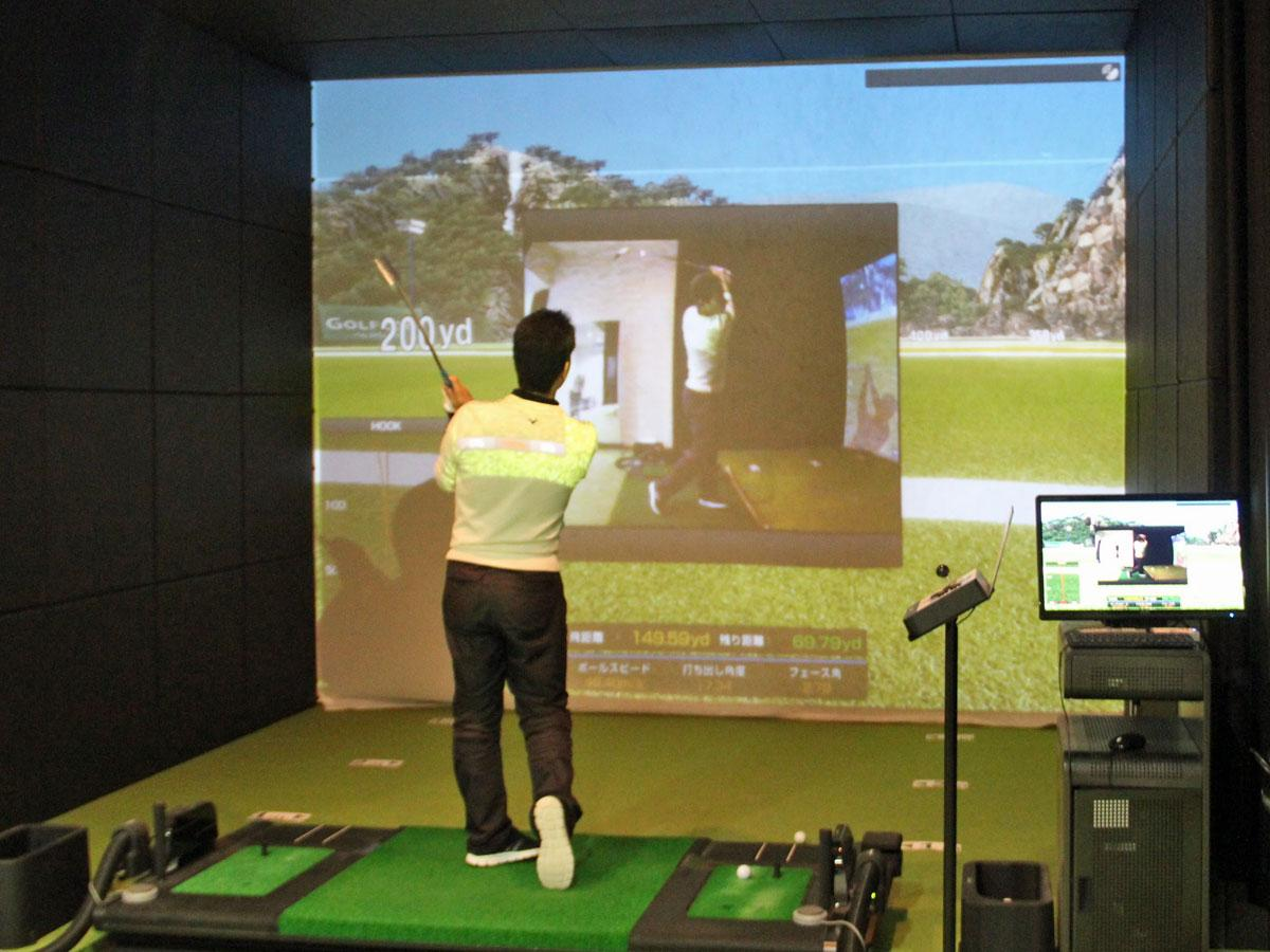 インドアゴルフレッスンスタジオ「ゴルフディア」のゴルフシミュレーターのスイング確認機能