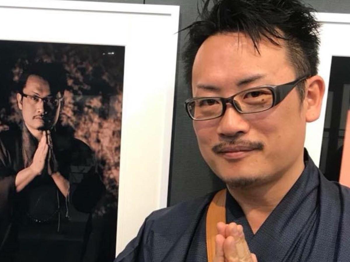 秋田市内のバーで「写真を語る会」を開く「アサヒカメラ」の佐々木広人編集長