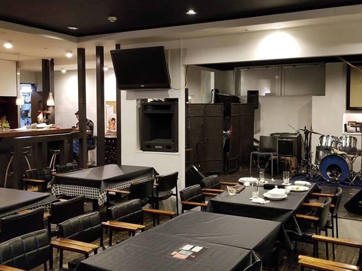 開業1周年を迎えた秋田市大町のミュージックバー「ポルト」