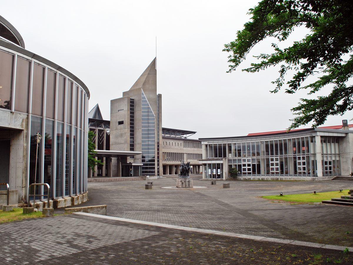 秋田公立美術大学(秋田市新屋大川町)