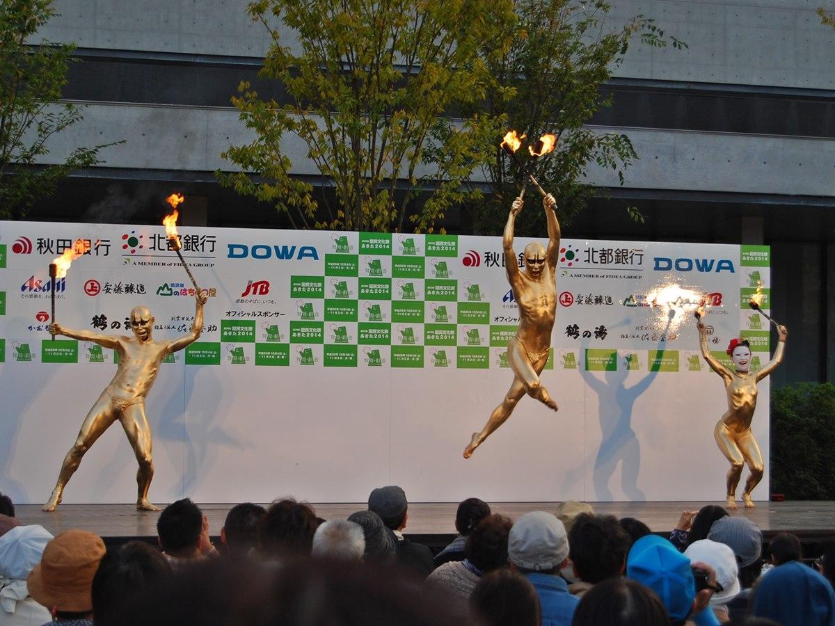 「大駱駝艦(だいらくだかん)の金粉ショー」(2013年)