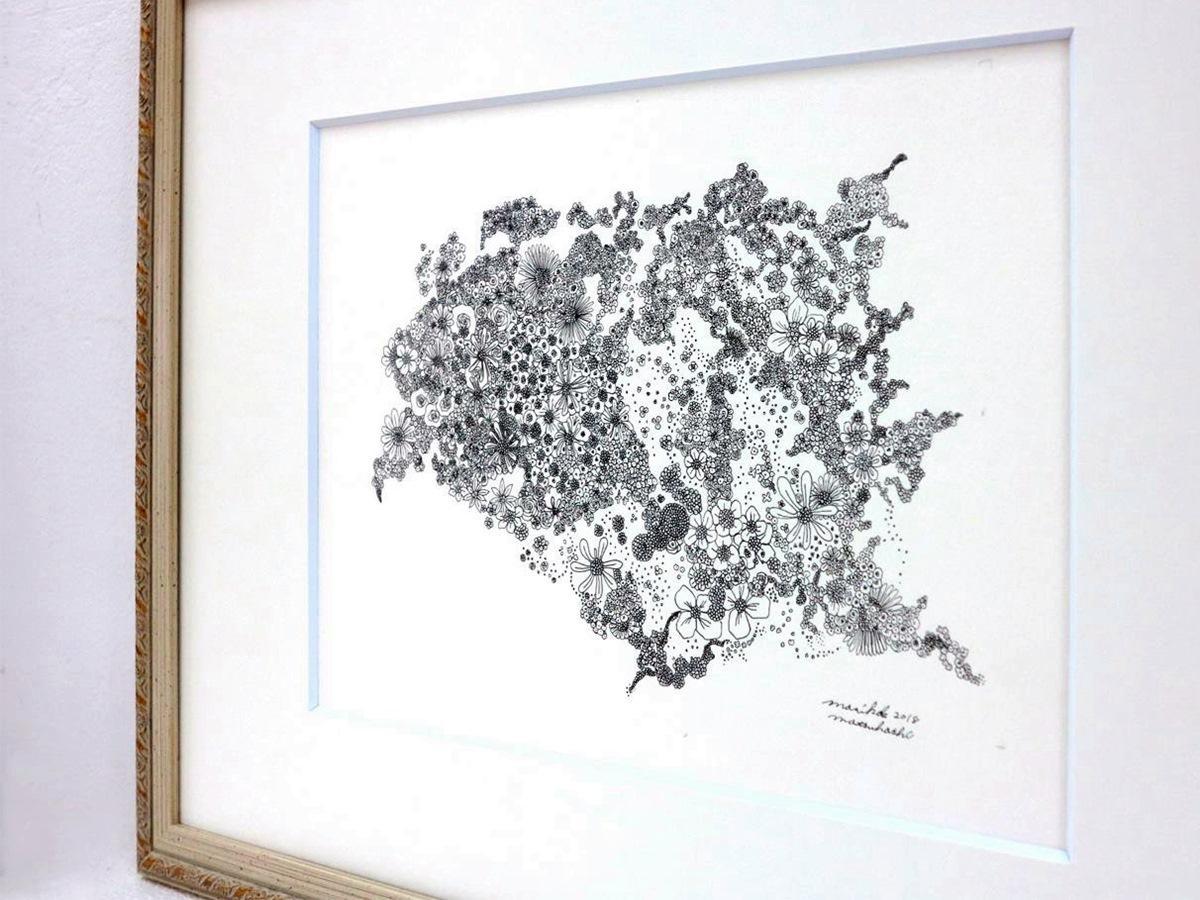 花をモチーフに描いた、まつはしまりこさんの線画