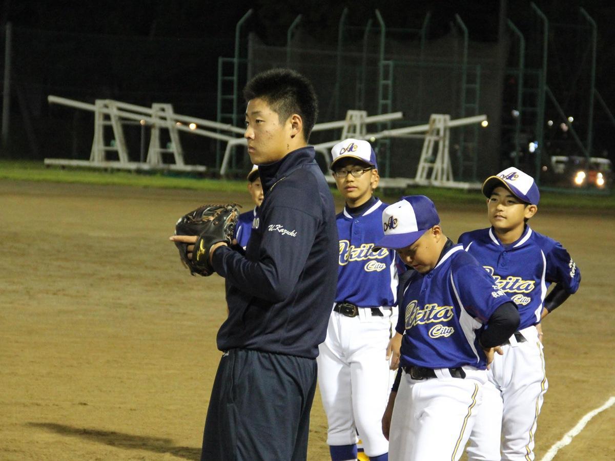 金足農業高校野球部の打川和輝選手と野球の練習に取り組む小学生球児