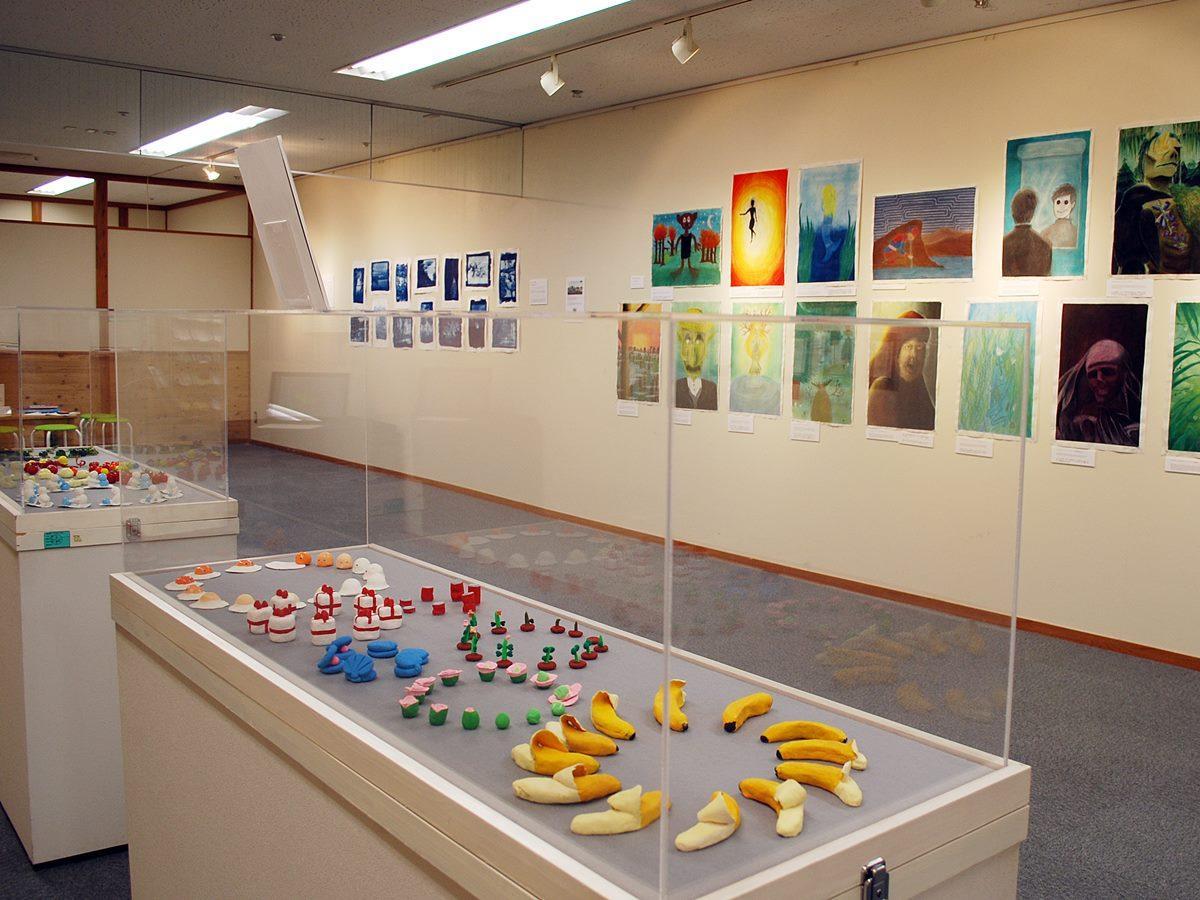 西目高校(由利本荘市)とフィンランドの中学・高校の美術教育交流展