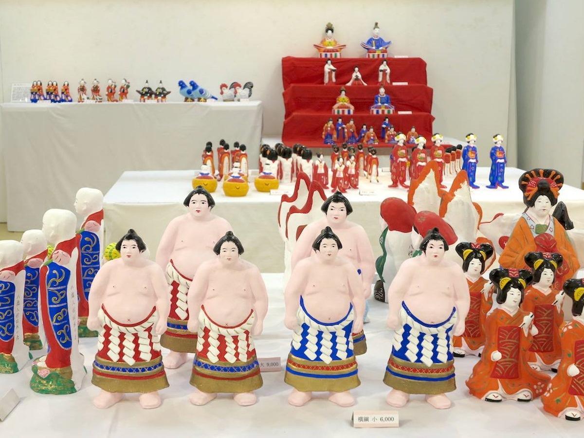 秋田市内のアートギャラリーで始まった「新生八橋人形」展