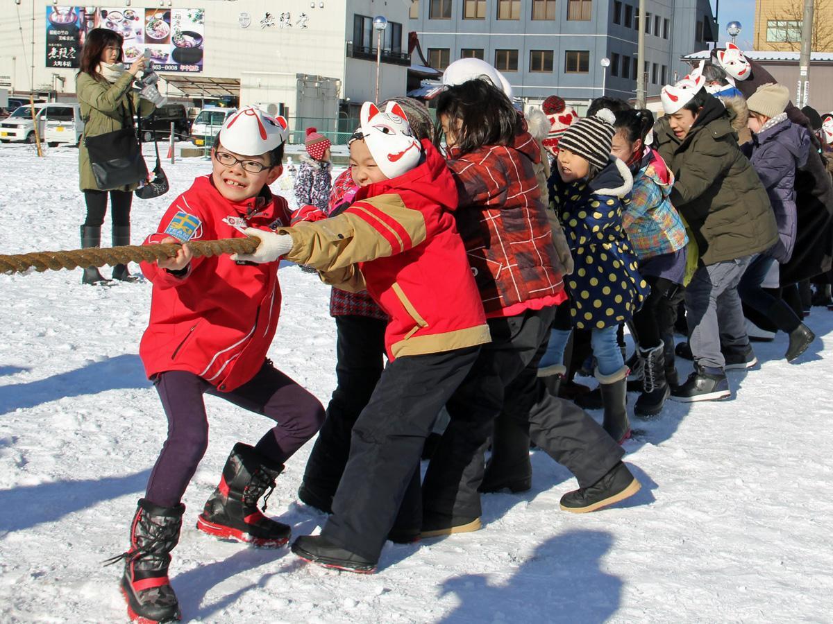 秋田市内で開かれる正月行事「新春夢綱引き」の様子(前回)