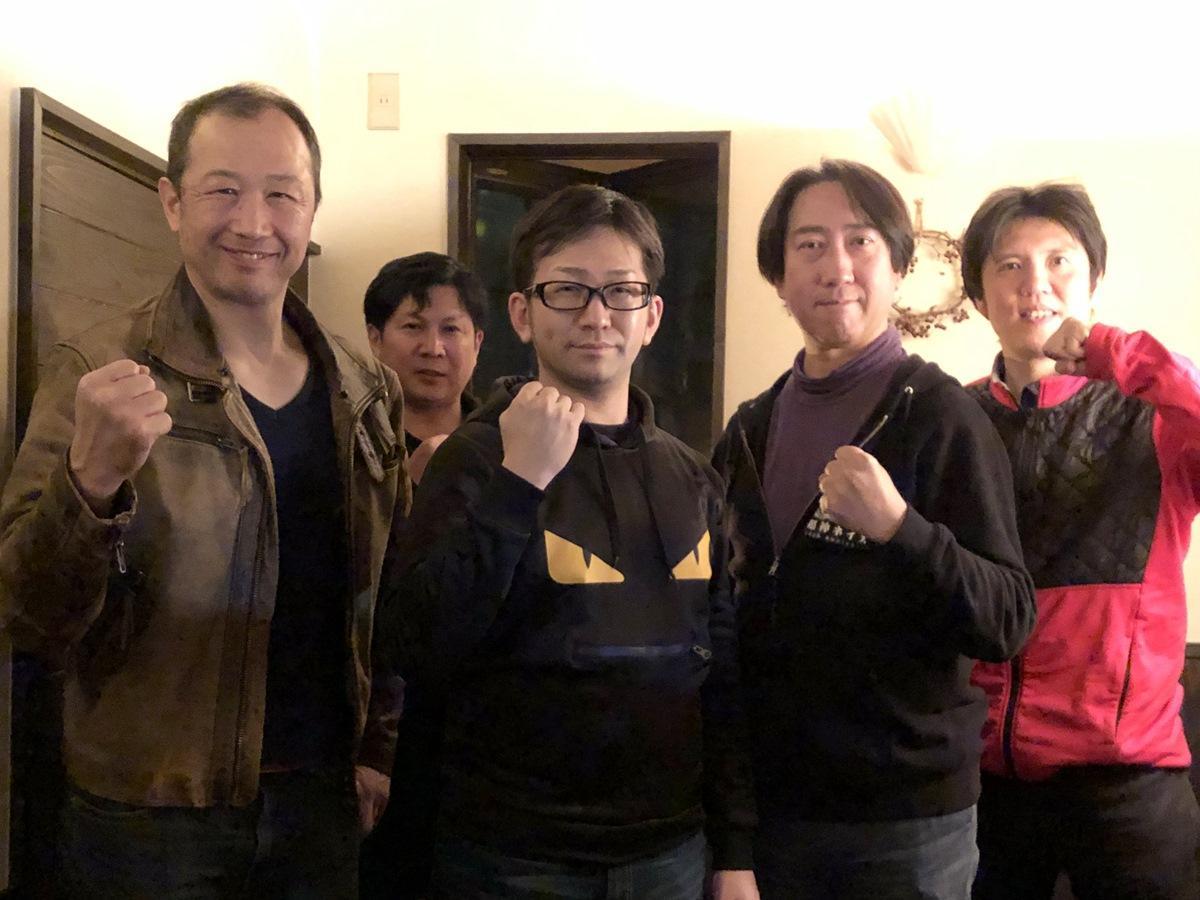 (写真左から)「正義の味方」社の海老名保社長、早川誠一さん、「悪の秘密結社」社の笹井浩生社長、超神ネイガー共同原作者の高橋大さん、映像プロデューサーの寺坂晃一さん