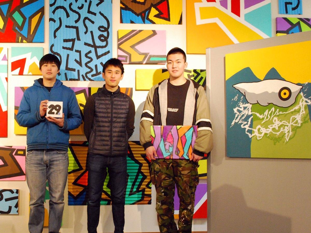 「AKIBI ARTs MARKET(アキビ・アーツマーケット)」に出品する秋田公立美術大学に通う浅香遊さん、牧野心士さん、柴田風也さん(左から)