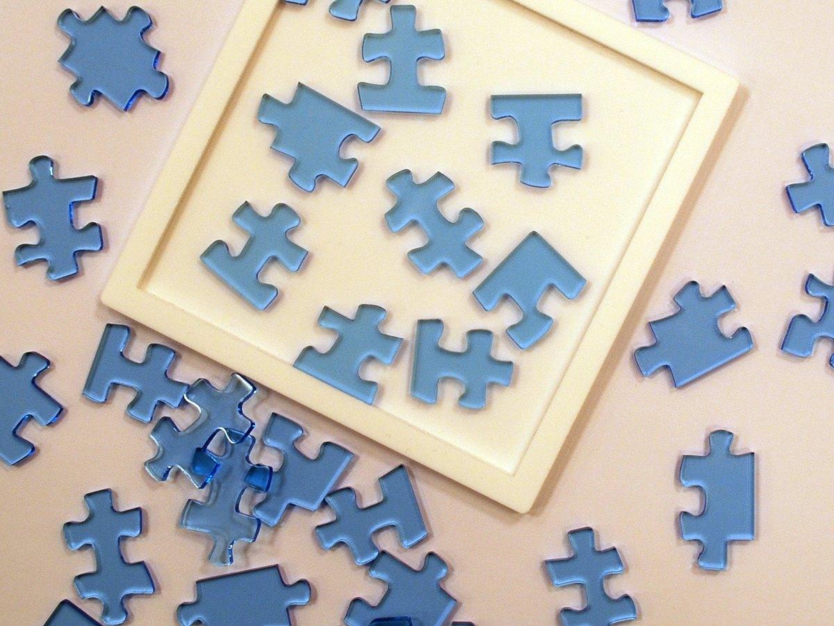 一般的なピースの形状ながら、「人の持つ固定観念」を仕掛けに取り入れたジグソーパズル
