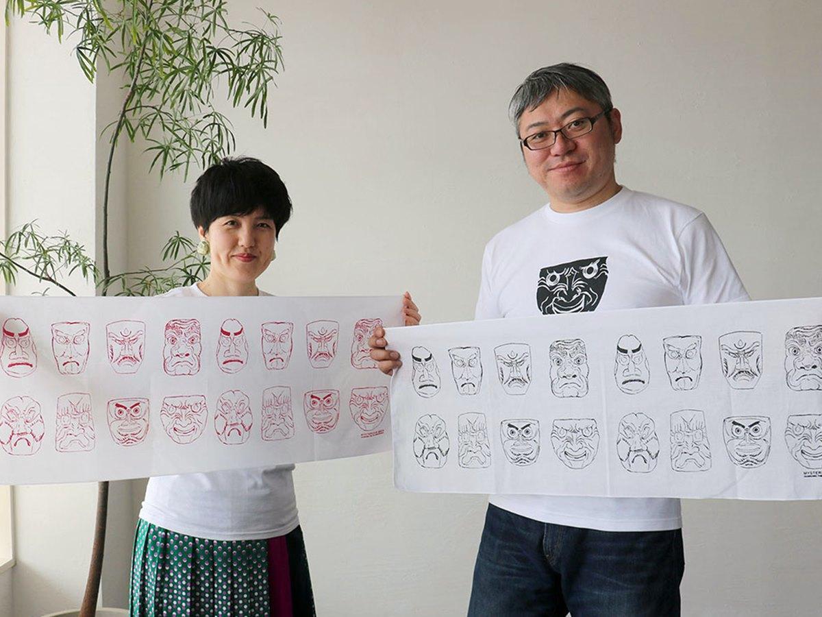 人形道祖神の調査や研究に取り組む郷土史研究家の小松和彦さん(右)とイラストレーターの宮原葉月さん