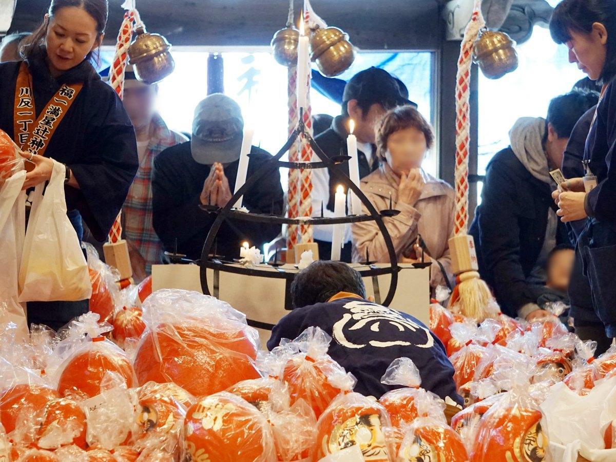 秋田市大町の福一満星辻神社「だるま祭り」