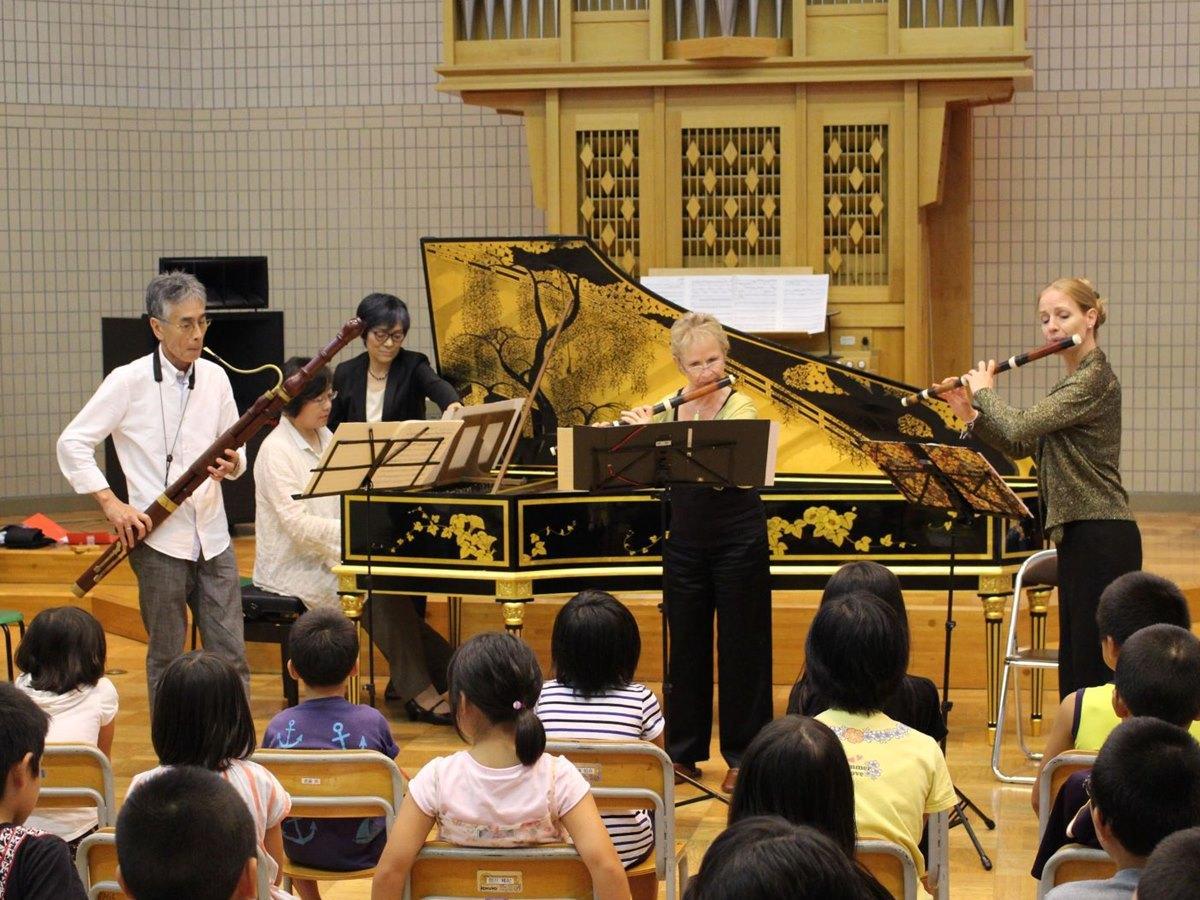 ファゴット奏者・冨永芳憲さん(写真左)が開くバロック音楽の演奏会