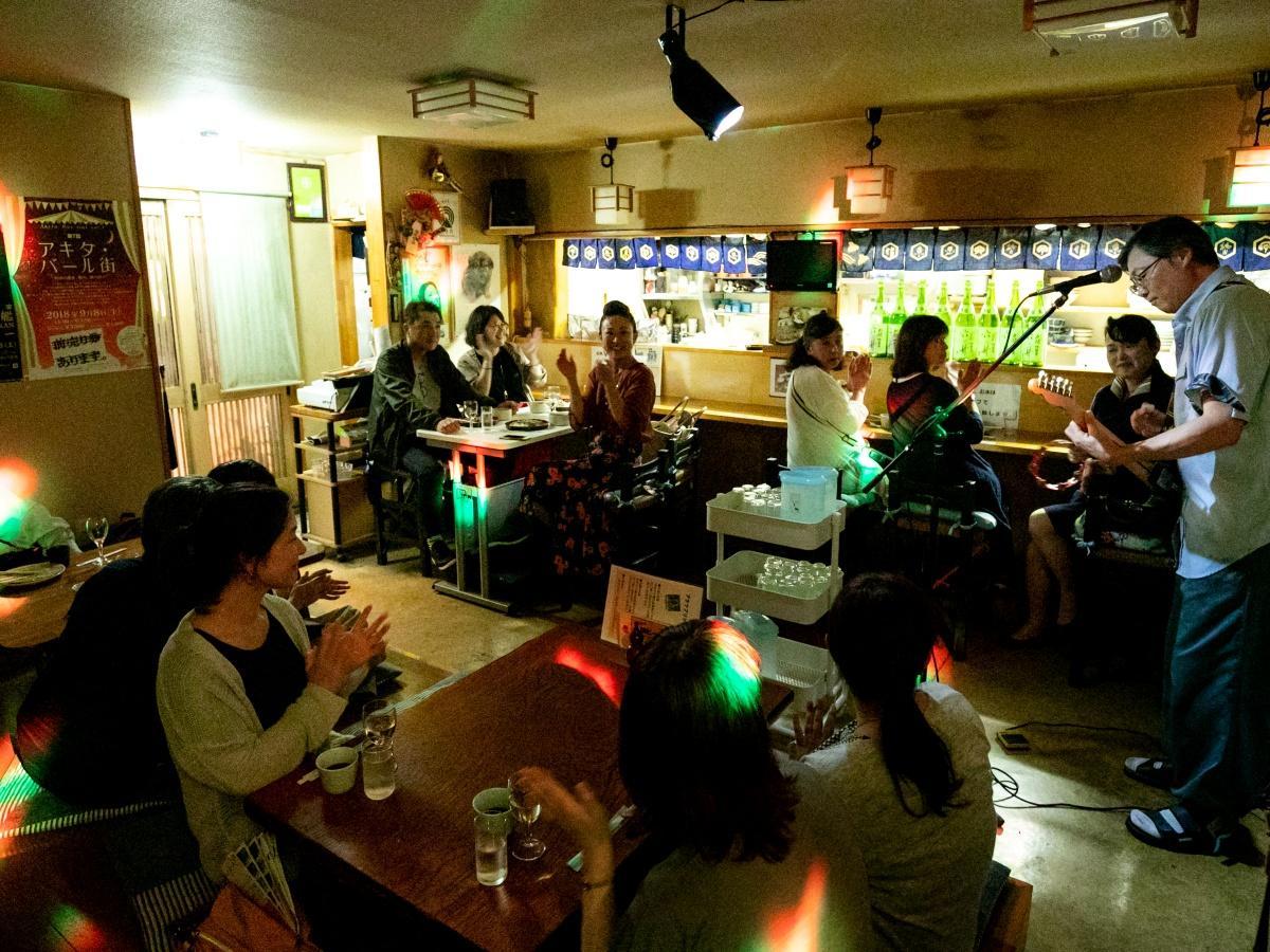 通常とは異なる雰囲気で営業する「アキタ・バール街」参加店(写真は2018年9月)