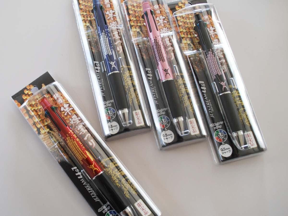 「秋田竿燈(かんとう)まつり」をデザインした三菱鉛筆社製のシャープペン付き4色ボールペン「ジェットストリーム4&1」