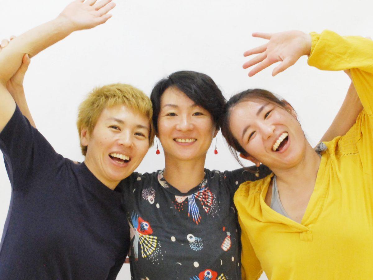 振付家でダンサーの三東瑠璃さん(中央)とダンスカンパニー「Co.Ruri Mito」メンバー