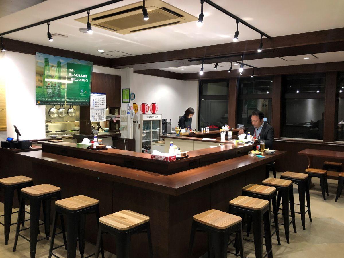 秋田市の官庁街にあるビジネスホテル1階にオープンする居酒屋「虎穴(とらあな)」店内