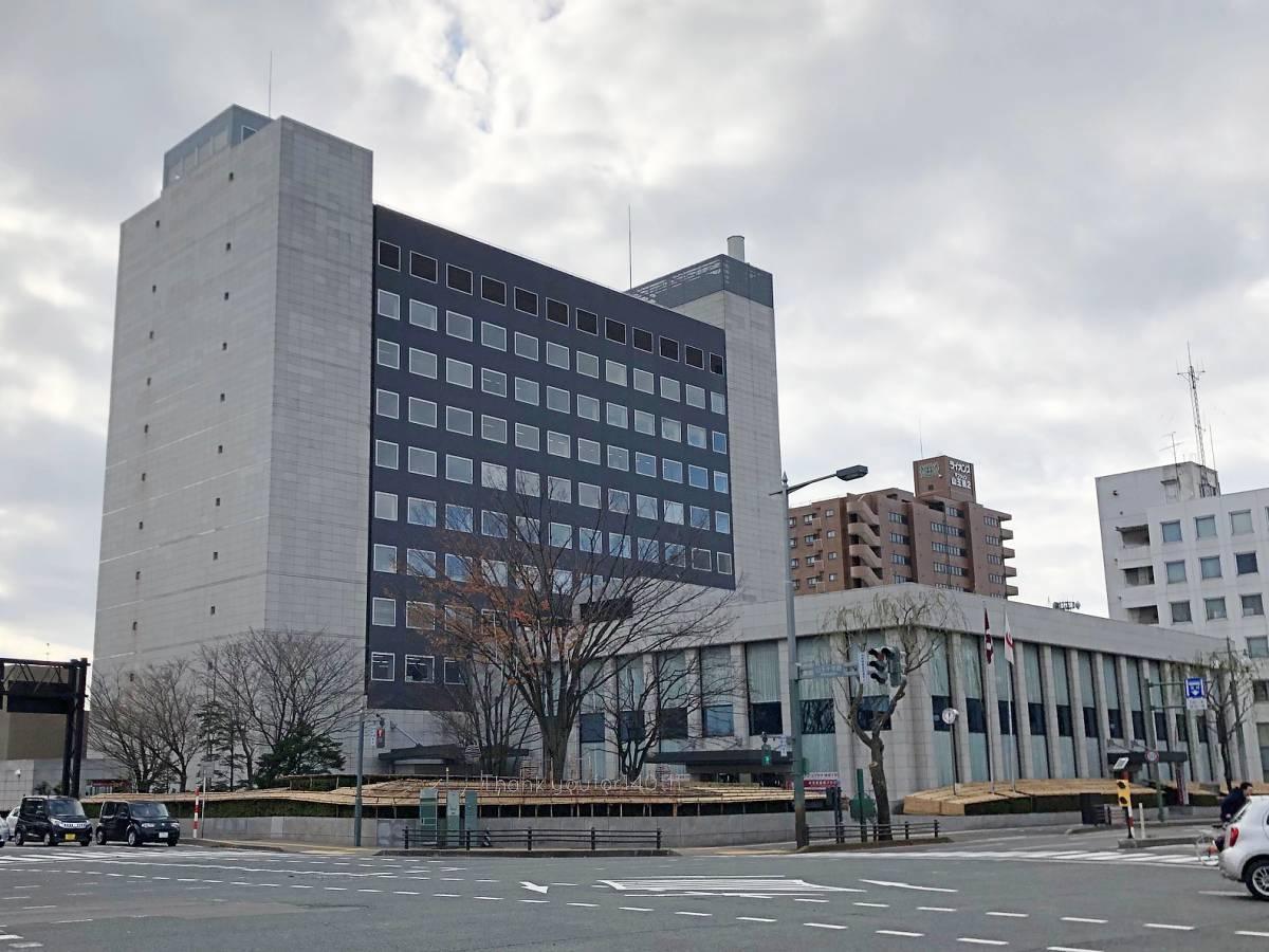 秋田銀行本店(秋田市山王3)