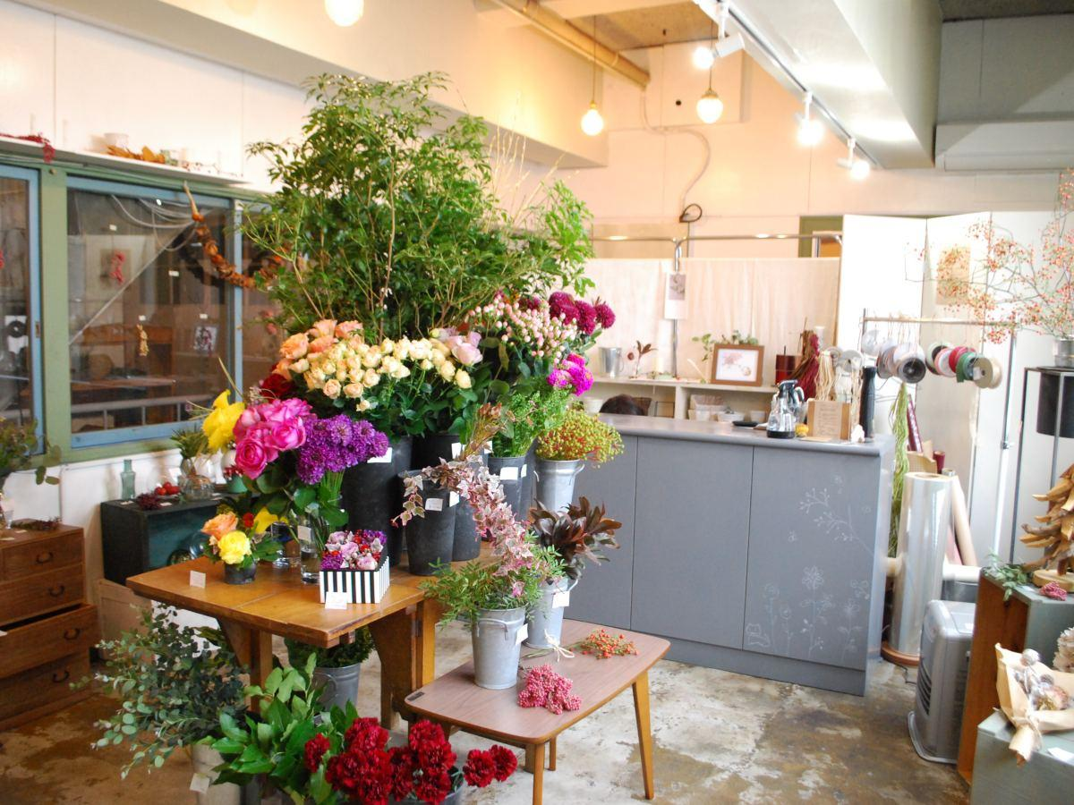 秋田市大町の川反中央ビルにオープンした生花店「Flower Space T's」
