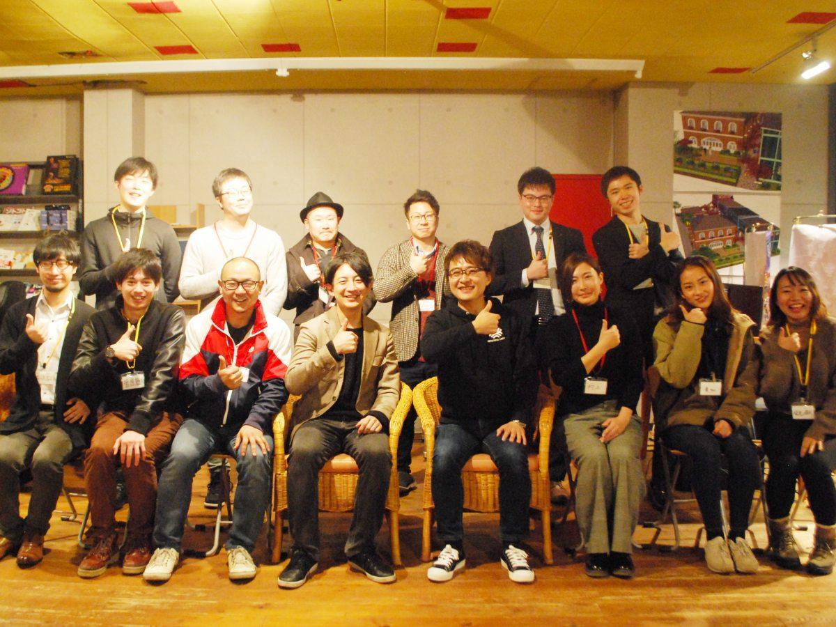 若者向け起業家トークイベント「AETa」ゲストスピーカーの村上篤さん(写真中央右)と企画運営の石井宏典さん(写真中央左)、参加者