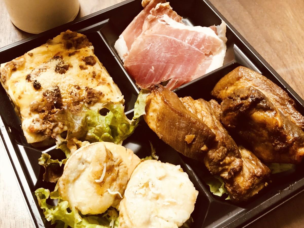 秋田市内で広がる飲食店のテークアウト向け料理。今後はタクシーでデリバリーも