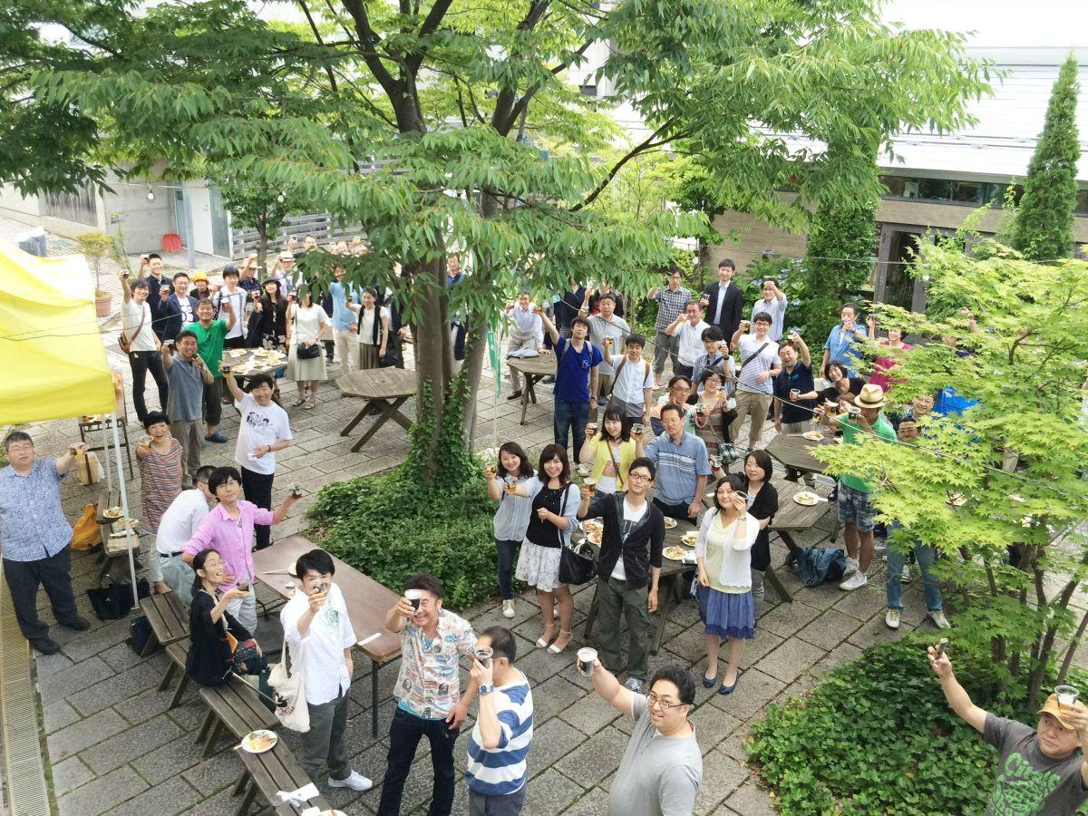 秋田市内の飲食店を回りながら開く交流会「グリーンドリンクス」(写真は100回目開催時)