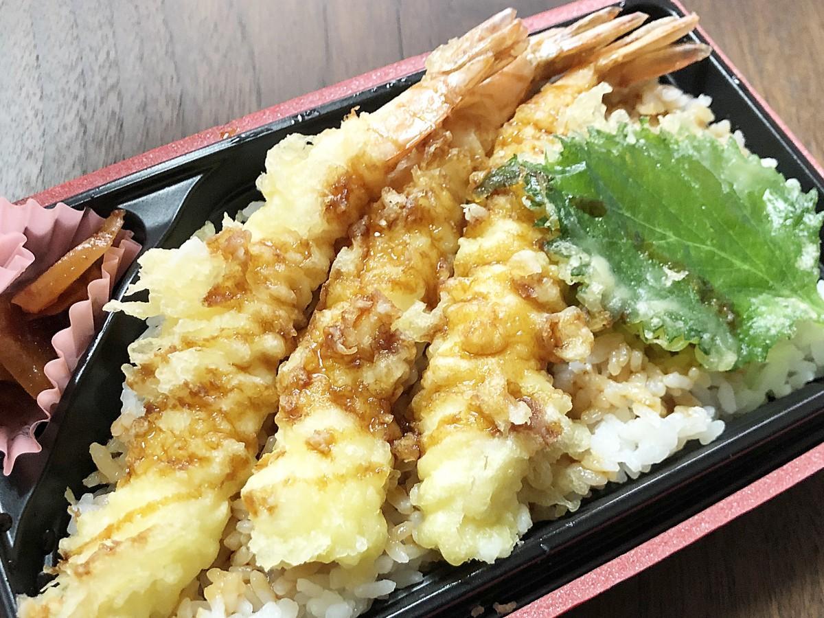 「しらかみ庵」(秋田市中通7)が初めて提供するテークアウト専用メニュー「そば屋のえび天丼」