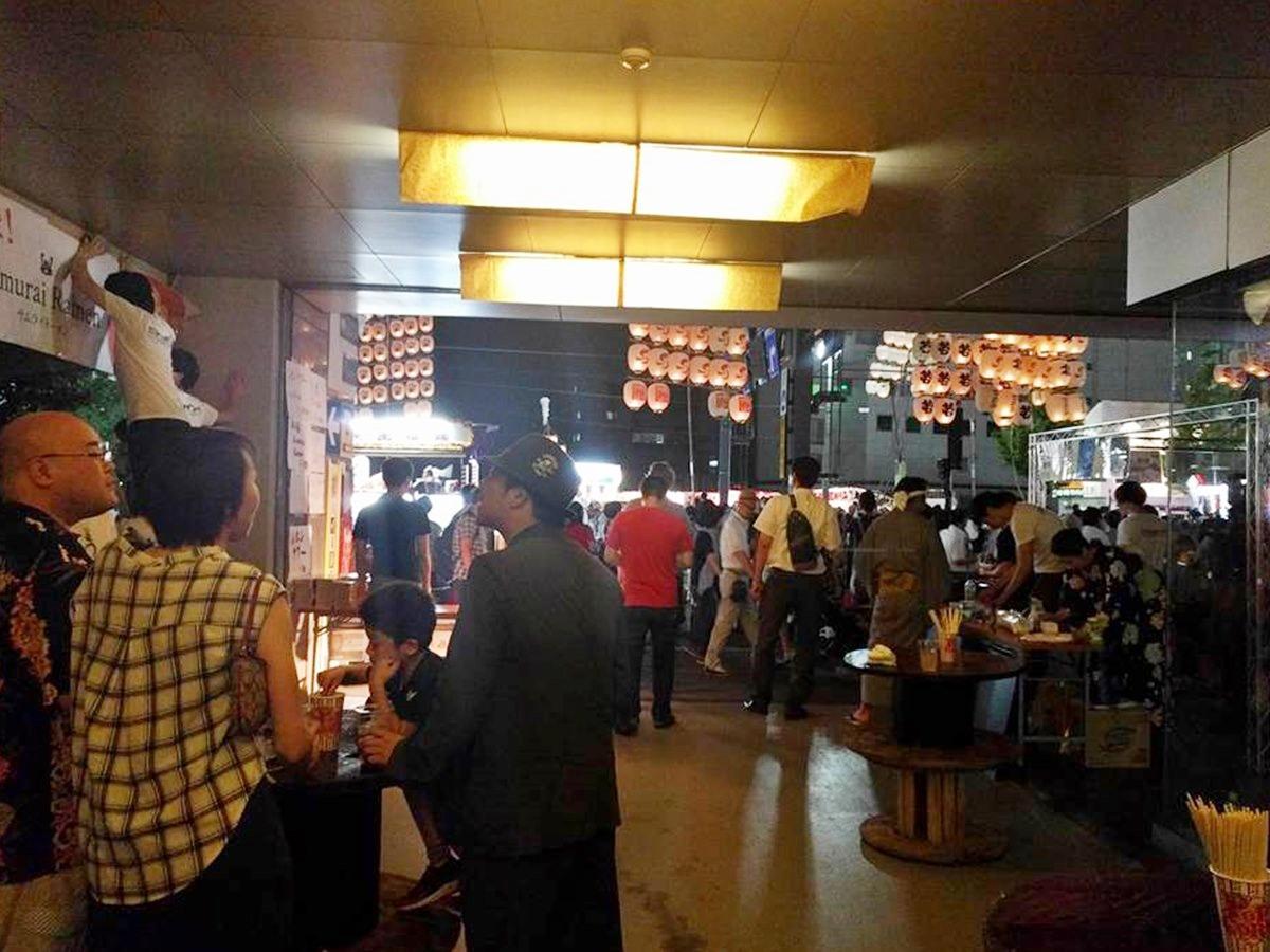 毎年、秋田市の山王十字路前に設けられる飲食屋台スペース
