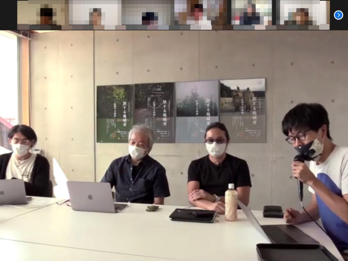 本格的なリモート講座を開講する秋田公立美術大学大学院教授でアーティストの岩井成昭さん(左から2人目)と同教授で建築家の岸健太さん(同3人目)