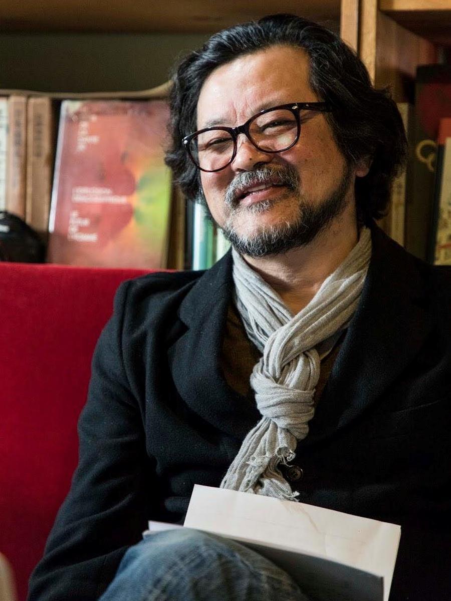 秋田公立美術大学の一般向け講座で講師を務める社会デザイン研究者の三浦展さん