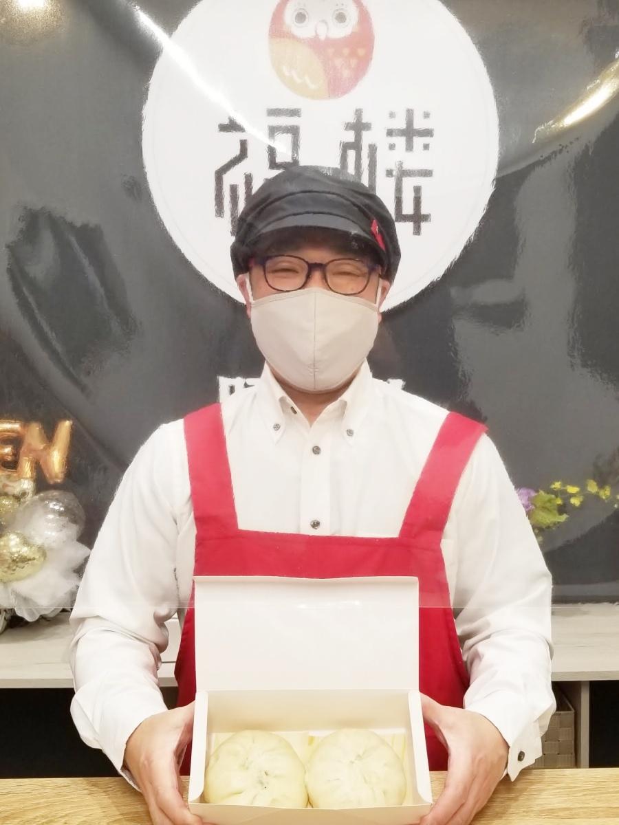 製造する豚まん400個を連日完売する秋田市の豚まん専門店「福楼」の相原幹生店長