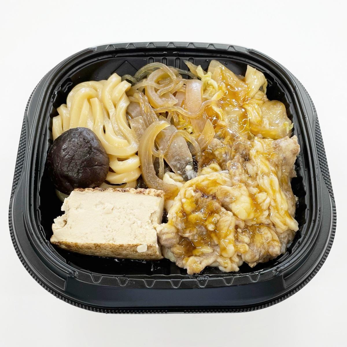 うどんも入れた「秋田県産黒毛和牛の牛すき煮丼」