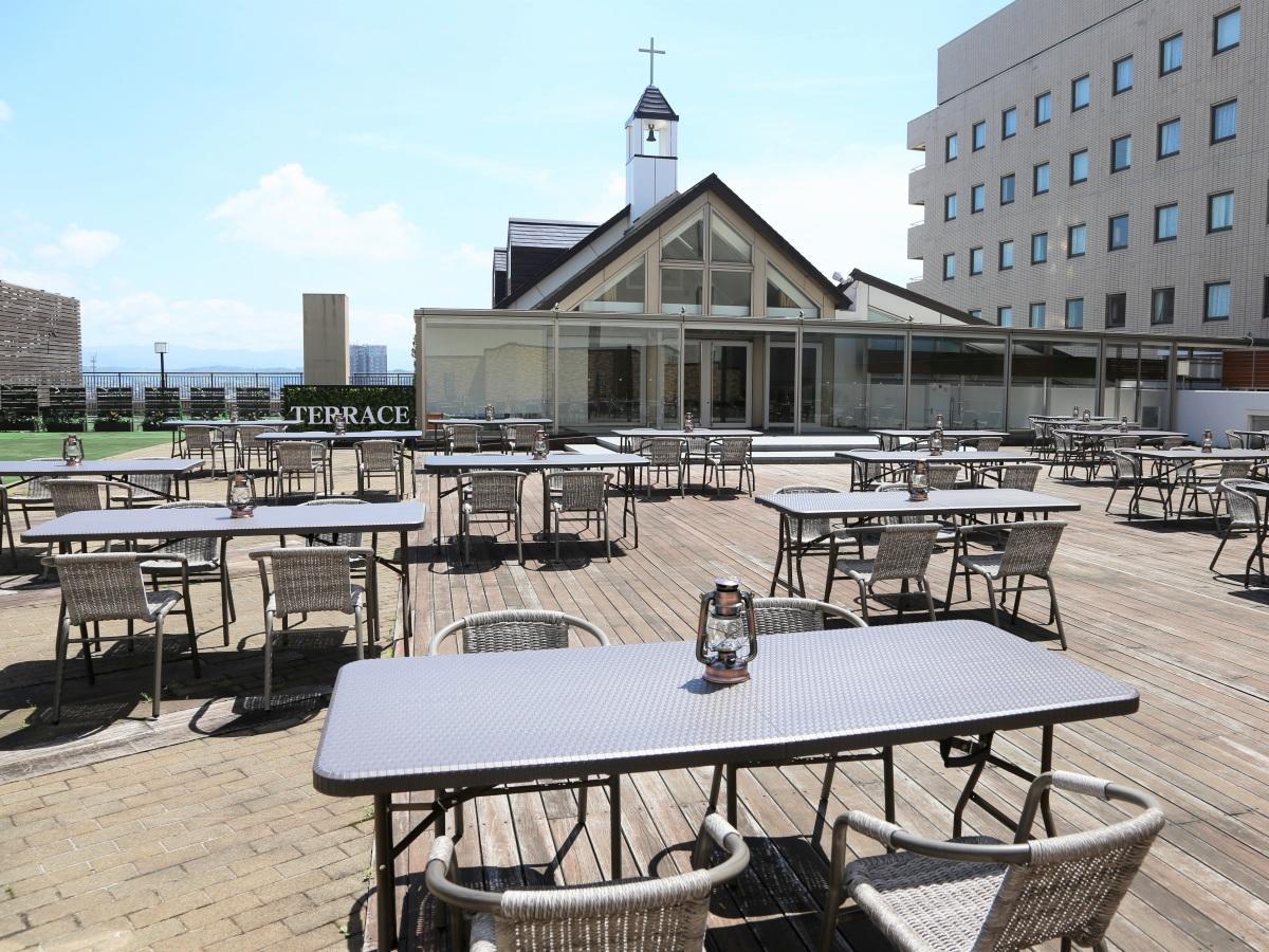ホテルメトロポリタン秋田の5階屋上に設けられる「AKITA BBQ TERRACE(アキタ バーベキュー テラス)」