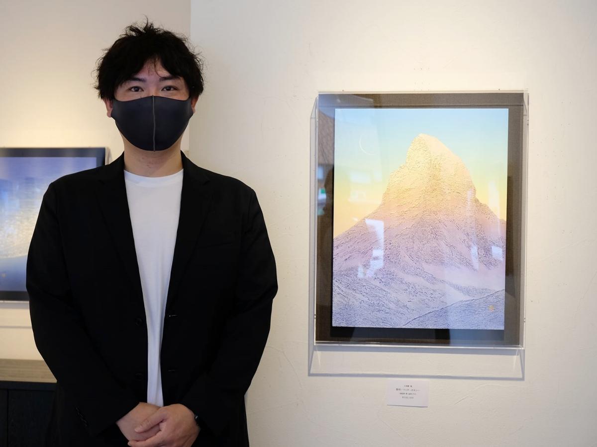 由利本荘市在住の画家・大須賀勉さんとスイスに足を運んで描いた作品「黎明-マッターホルン」