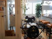 尼崎に猫スタッフ駐在オーガニックカフェ 猫おやつも健康志向