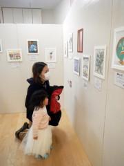 尼崎の保育園で絵本原画展 親子で平和の大切さ話すきっかけに