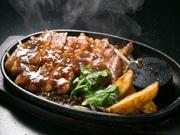 阪神尼崎の肉バルが2周年 厳選黒毛和牛をステーキやひつまぶし重で