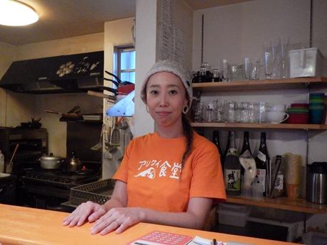 店主の岡本さんは昨年末結婚し吉井さんに
