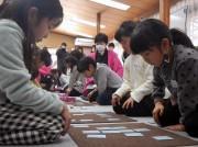尼崎の神社で子ども百人一首大会 外は雪、中は熱気ムンムン