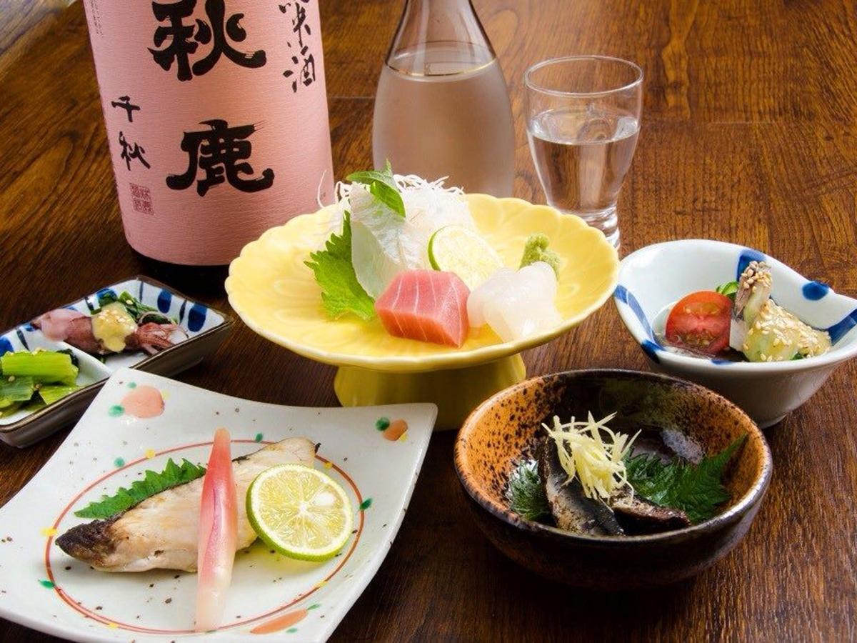 鮮魚料理をメインに、創作燻製和食を提供