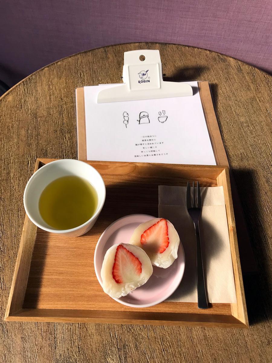 日替わりお菓子とお茶がセットになった「朝茶セット」
