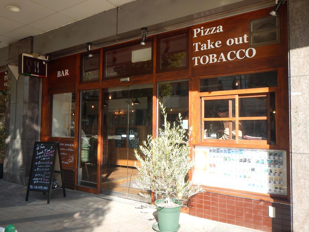 イタリアのカフェバーをイメージした店の外観
