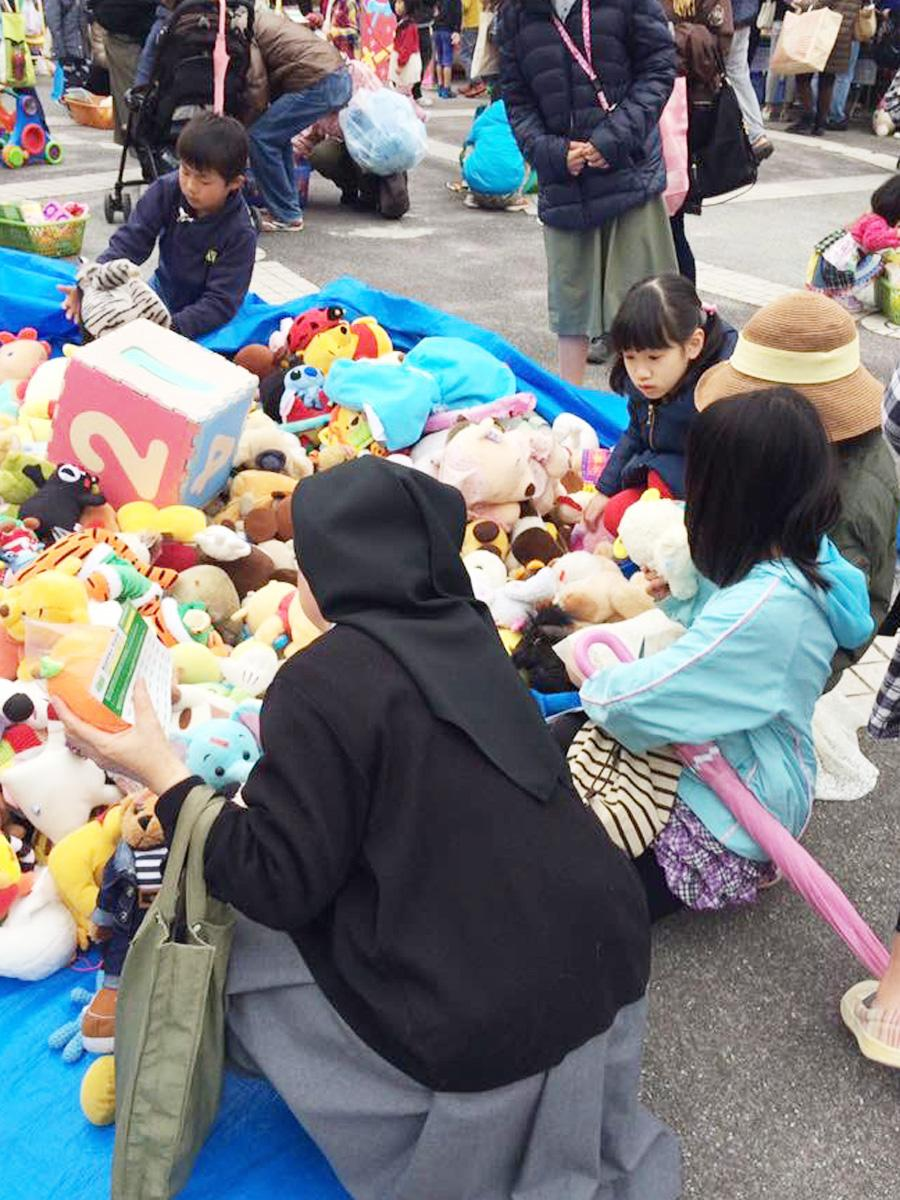 会場に集まった玩具(昨年の様子)