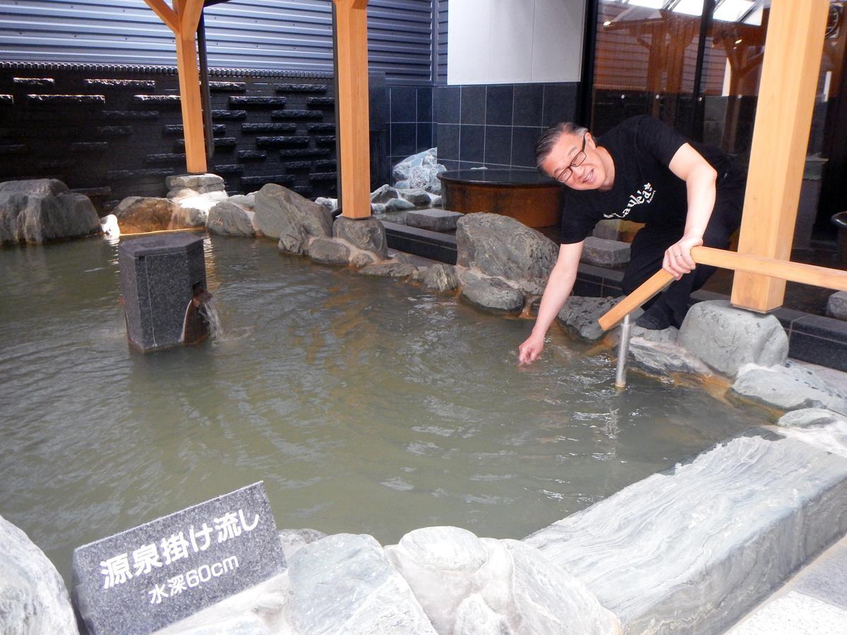 「自慢のうぐいす色の湯にゆっくり浸かっていって」と笹部さん