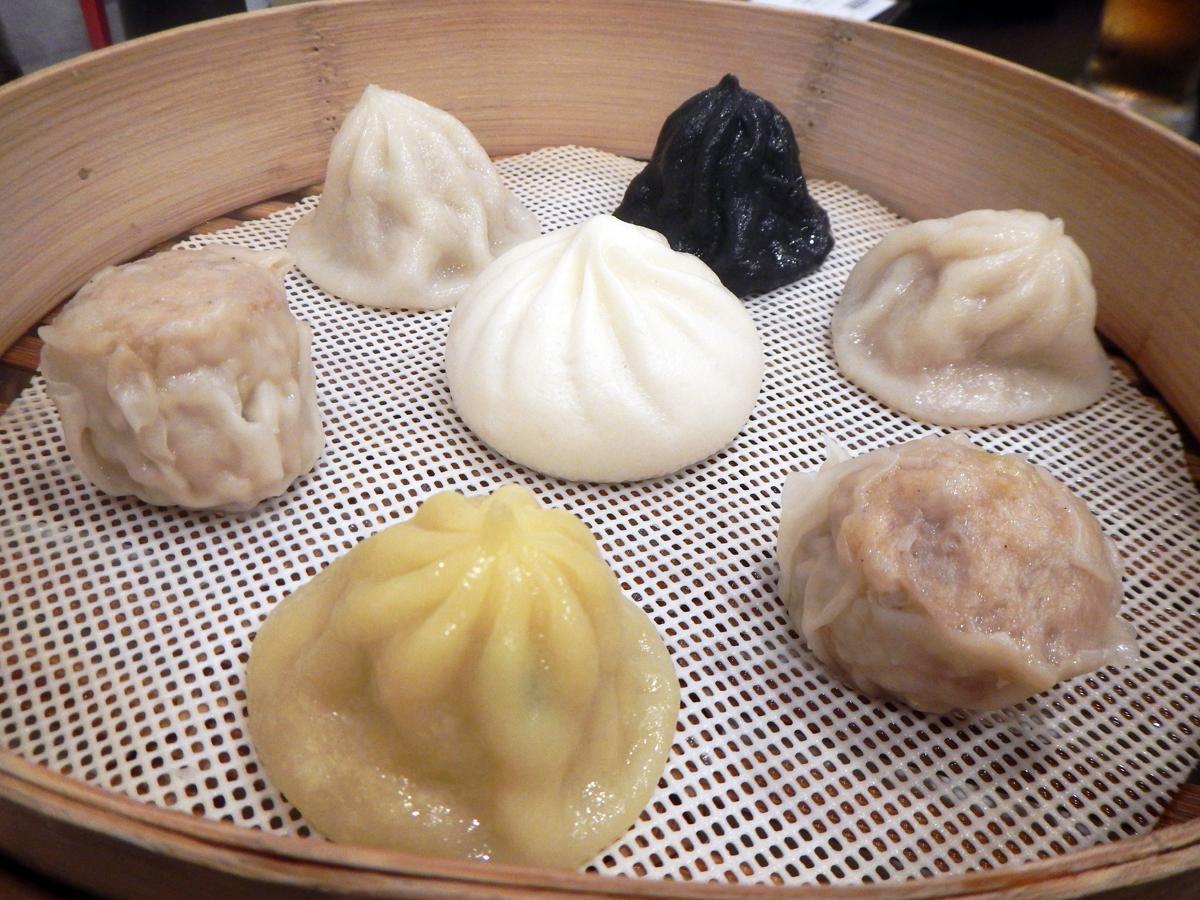 尼崎店限定「阪神セット」はショーロンタンパオ3種、シューマイ、肉まん計7個がセットに