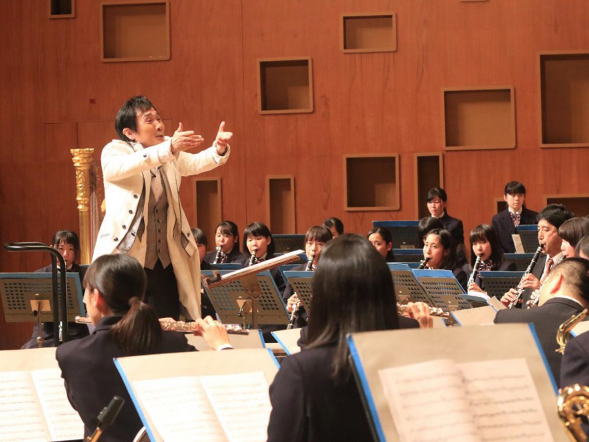 昨年、大植さんと共演した市立尼崎高吹奏楽部。熱い指導を受け、音色が一変した
