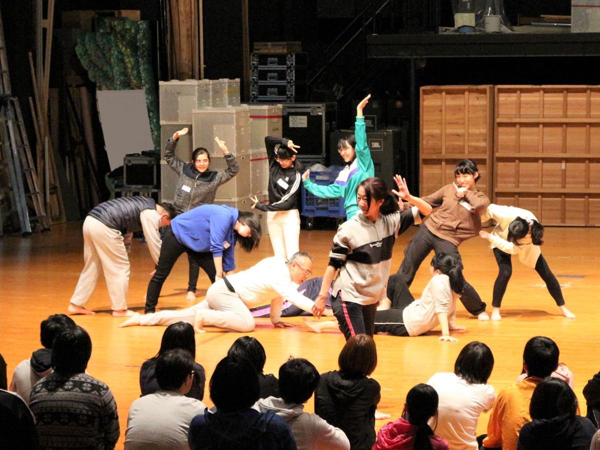 本物の劇場舞台を教室に、演劇を体験