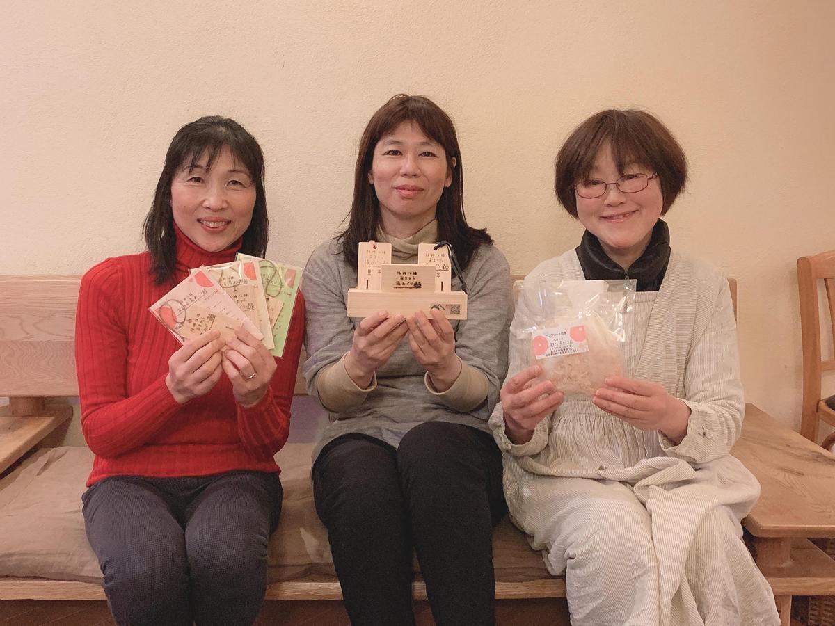 左から、千鳥温泉の桂育美さん、第一敷島湯の黒木さん、蓬莱湯の稲里美さん